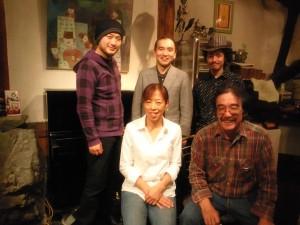 井出、水岡さん、菊田さん、ハックルベリーオーナーの宮嵜さんご夫妻の皆さんと。